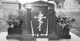 Joe Dimaggios grave in Holy Cross Cemetery in Colma, California